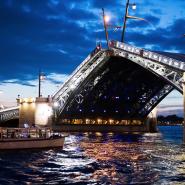 Ночная прогулка под разводными мостами по рекам и каналам Петербурга фотографии