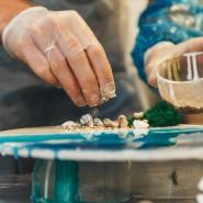 Мастер-класс по созданию картин и предметов декора из эпоксидной смолы в Санкт-Петербурге фотографии