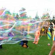 Фестиваль мыльных пузырей в парке «Сказок» фотографии