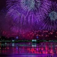 Праздничный салют в честь 315-летия Санкт-Петербурга фотографии