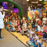 Выставка «Остров детства» в Angry Birds Activity Park фотографии