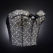 Выставка «Под одеждой» фотографии