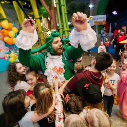 Вечеринки в честь окончания учебного года в  Angry Birds Activity Park