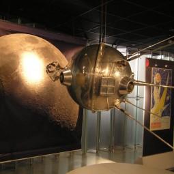 Выставка «Из Ленинграда на луну»