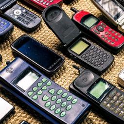Выставка мобильных телефонов в музее Яндекса