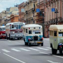 Парад ретро-транспорта в честь Дня основания Санкт-Петербурга 2018