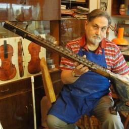 Выставка «50 скрипок»