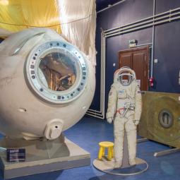 Выставка  «Среда обитания. В космосе и под водой»