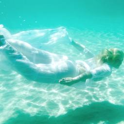 Фотовыставка «Floating Womеn»