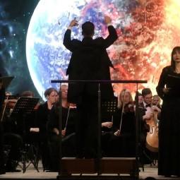 Онлайн-концерт «Мировые хиты 90-х.  Симфонический оркестр и хор»
