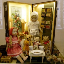 Выставка  «Путешествие чемоданных домиков»