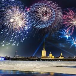 Праздничный салют у стен Петропавловской крепости-2019
