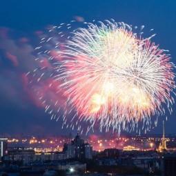 Праздничный салют Победы в Санкт-Петербурге 9 мая 2020
