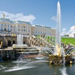 Весенний праздник фонтанов в музее-заповеднике Петергоф 2021