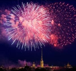 Праздничный салют в День ВМФ в Санкт-Петербурге 2019