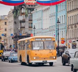 Парад современных и ретро авто в Санкт-Петербурге 2017