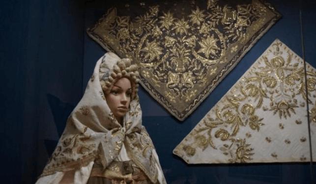 Выставка «Платки ишали вРоссии XVIII–XXI веков»