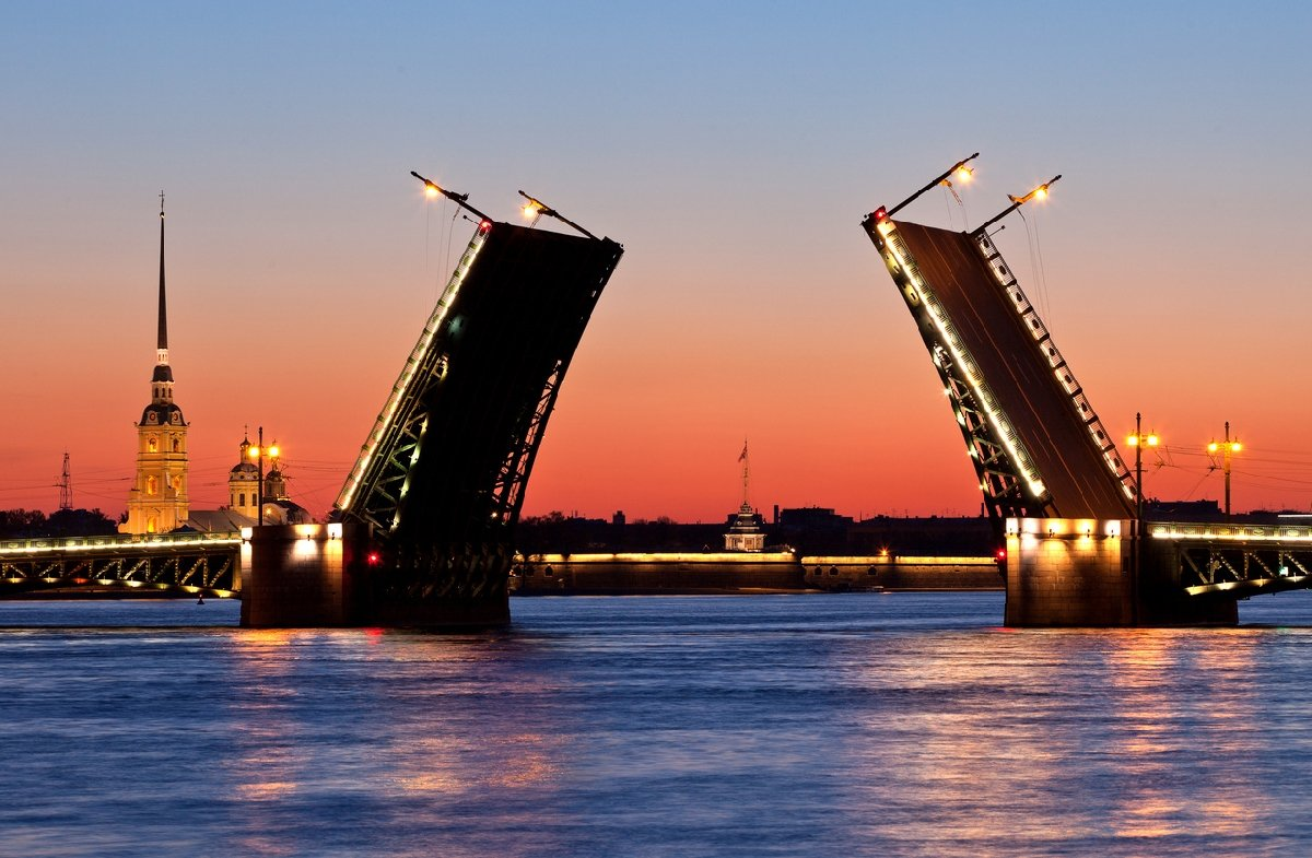 Развод мостов вСанкт-Петербурге 2018