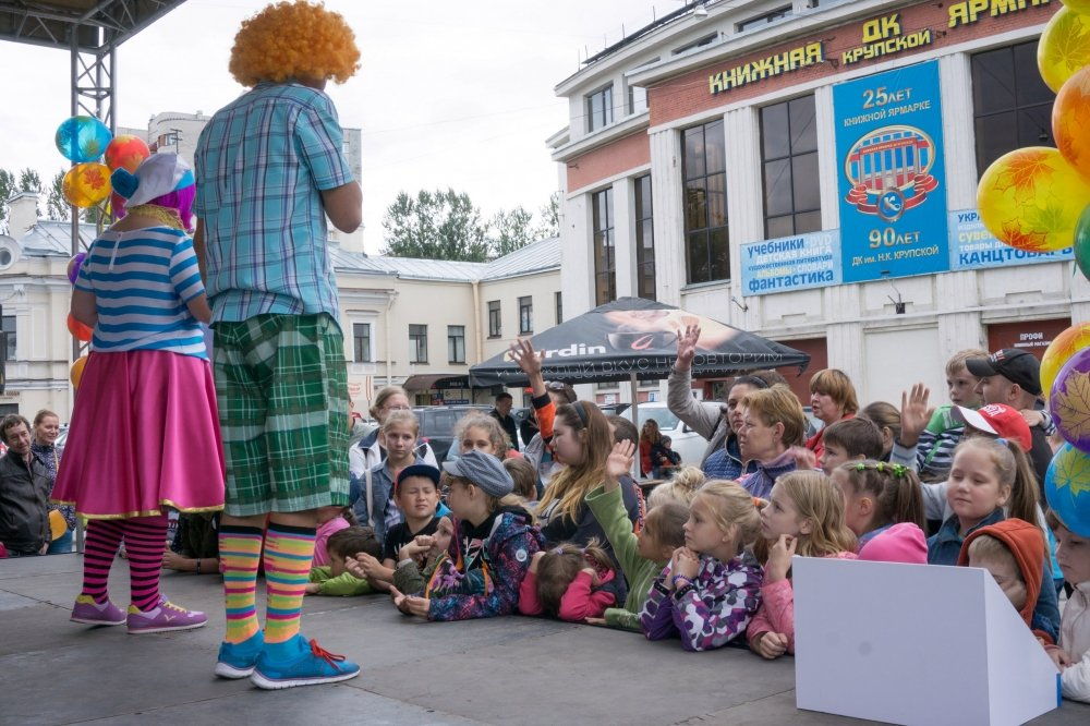 Театрализованный праздник «Книжный ТРОЛЛЕЙбус»