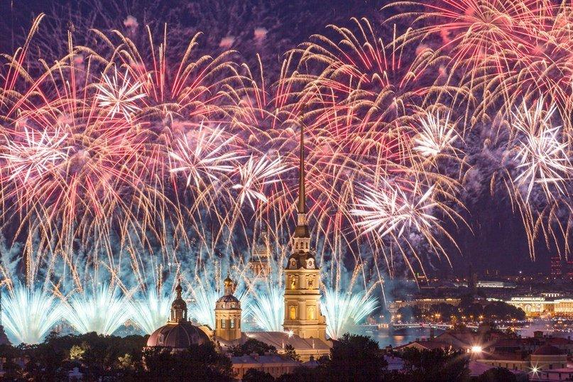 Праздничный салют на9 мая вСанкт-Петербурге 2016