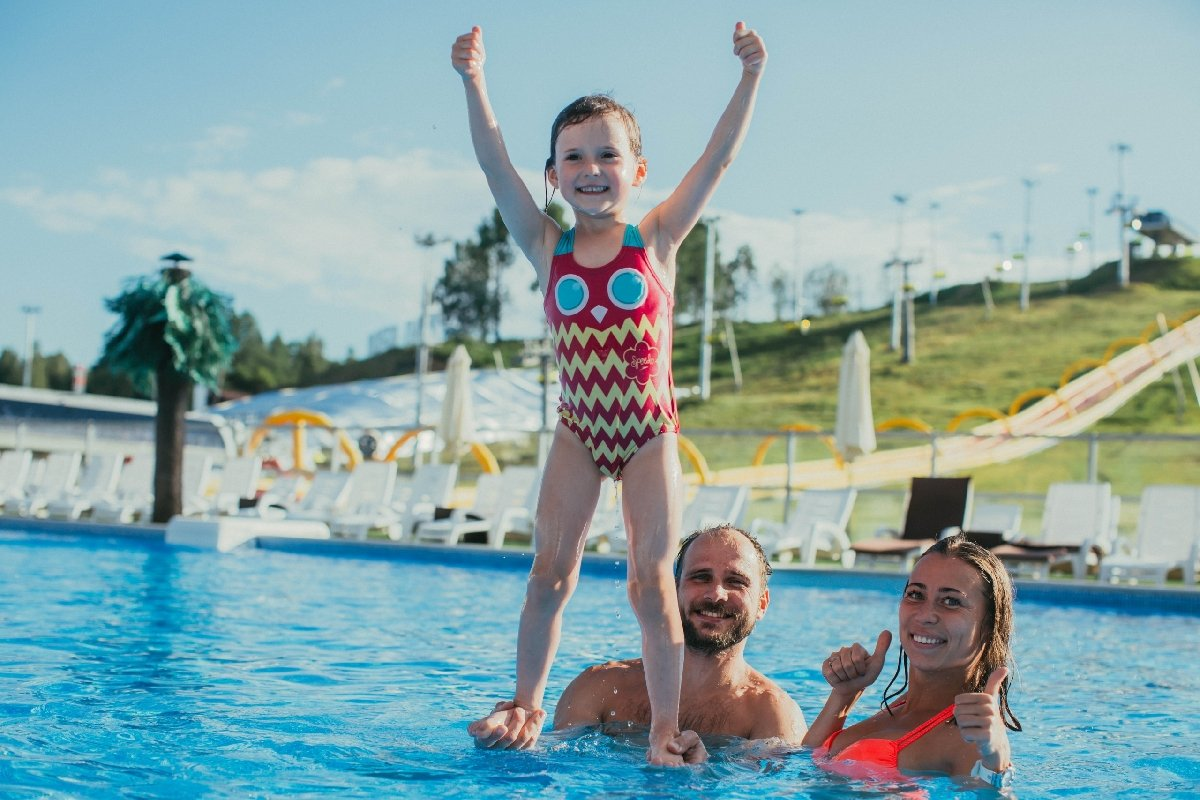 Открытый бассейн в«Охта-Парке»