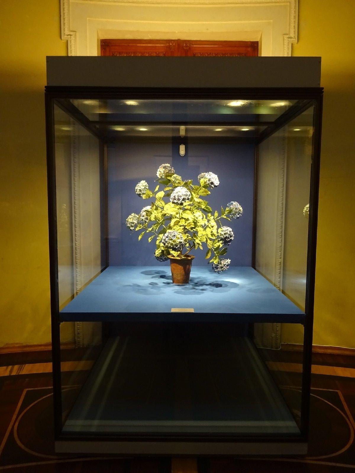 Выставка «Владимир Каневский. Фарфоровые цветы»