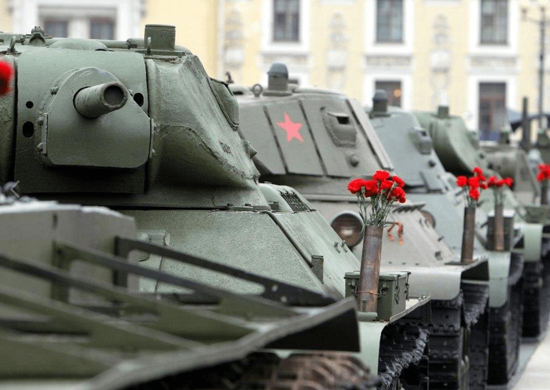 Выставка военной техники наДворцовой площади