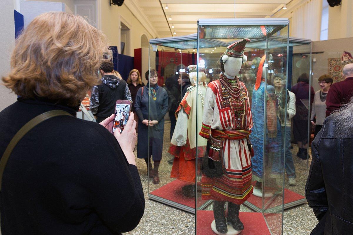 Выставка «Красота земная: образ женщины внародной культуре»