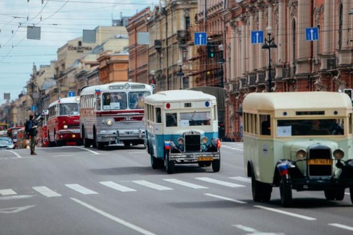 Парад ретро-транспорта вчесть Дня основания Санкт-Петербурга 2018
