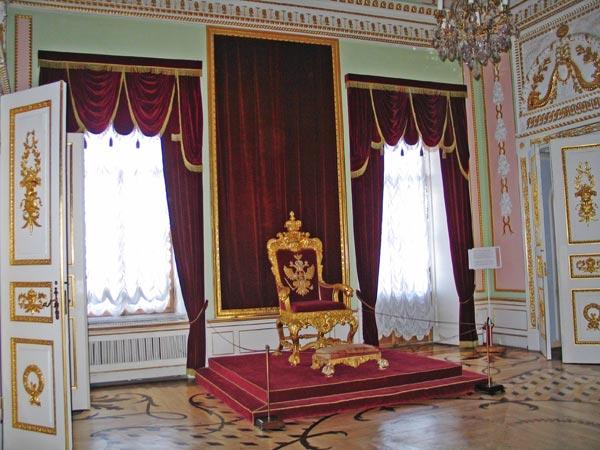 Выставка «В любимых царских резиденциях. Гатчина, Царское Село, Петергоф»