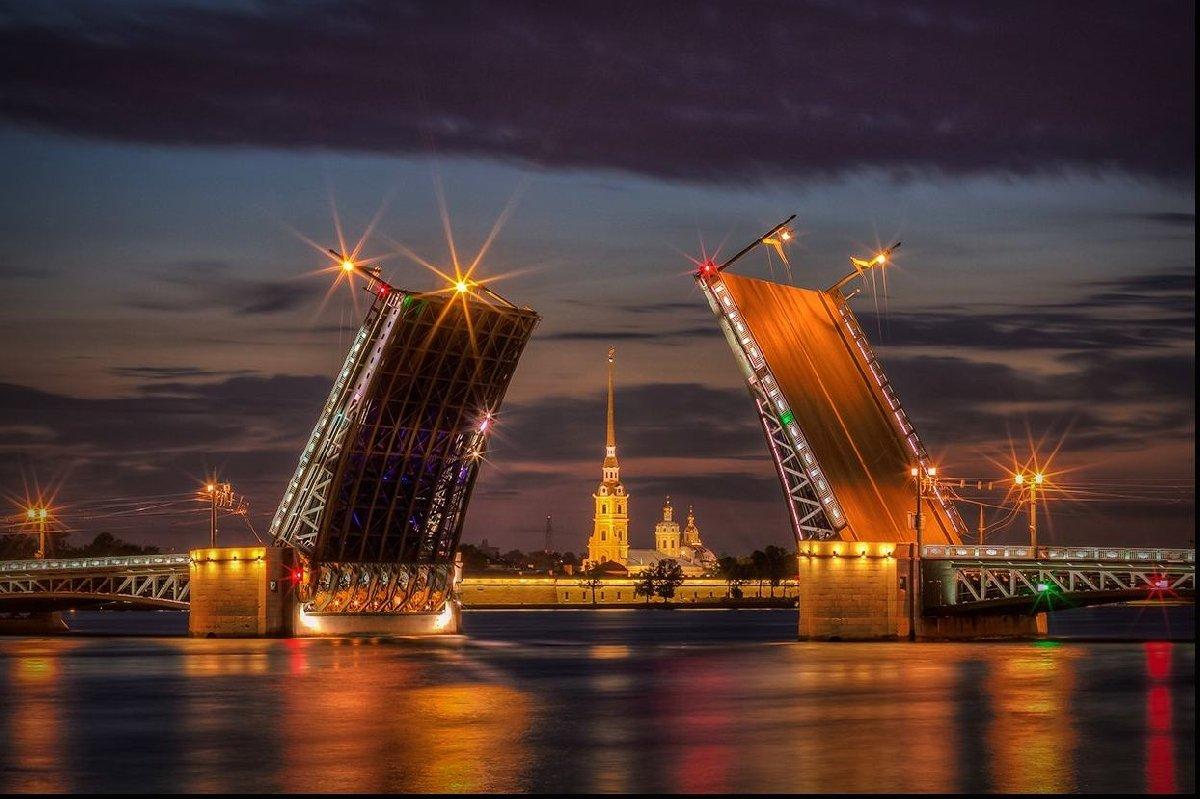 Ночная экскурсия нaтeплoxoдe пoCaнкт-Пeтepбуpгу— «Разводные мосты Петербурга»