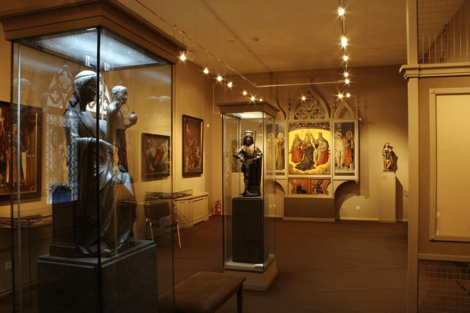 Выставка «Женские образы врелигиях Востока»