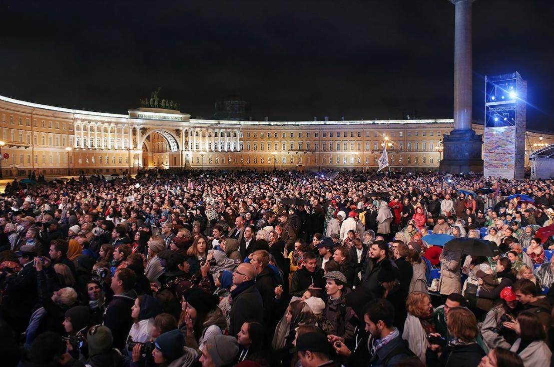 Открытие фестиваля «Послание кЧеловеку» наДворцовой площади 2017