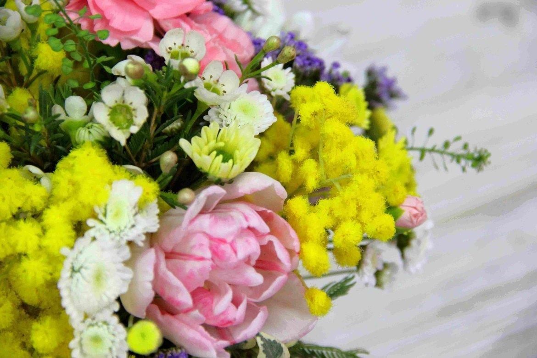 фото красивых букетов мимозы и тюльпанов душе было