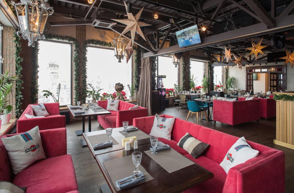Весна впанорамном ресторане «Паруса накрыше»