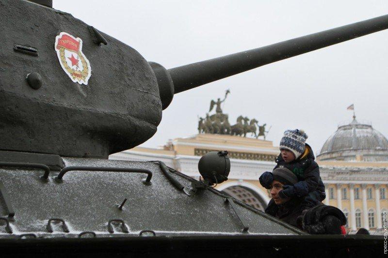 Выставка исторической техники «Машины Победы наДороге Жизни»