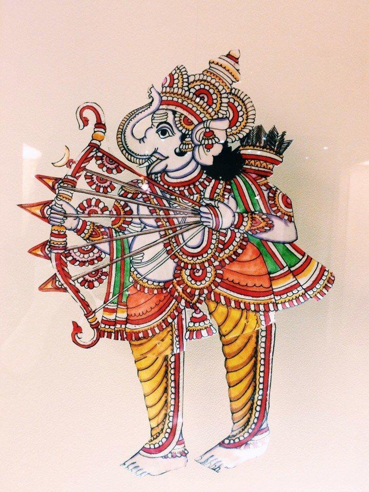 Выставка «Игра света итени: южноиндийский традиционный театр «толпава кутху»