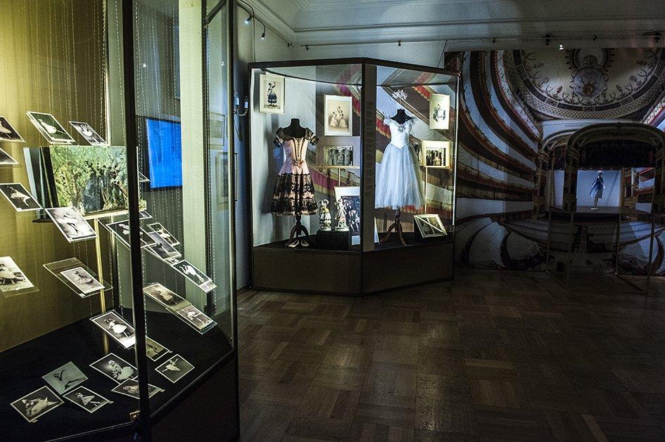 Выставка «Балетное зазеркалье»
