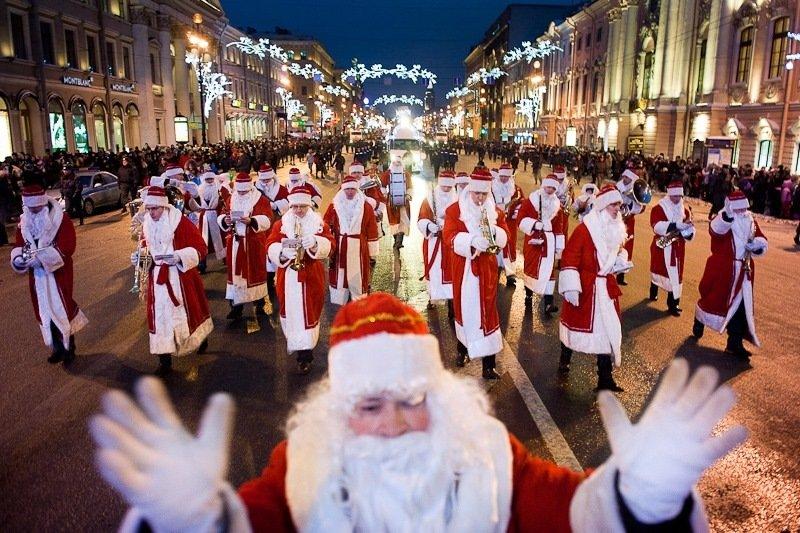 Забег дедов Морозов наДворцовой площади 2017