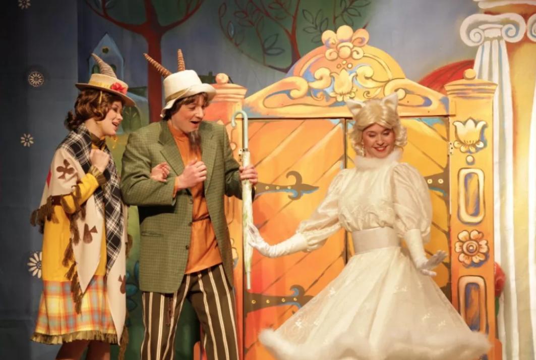 Детский спектакль «Кошкин Дом» втеатре «Буфф»