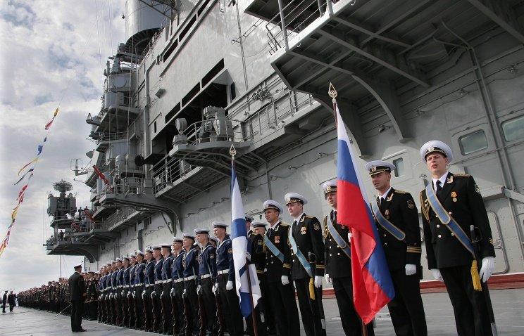Военный парад кораблей вдень ВМФ вСанкт-Петербурге 2016