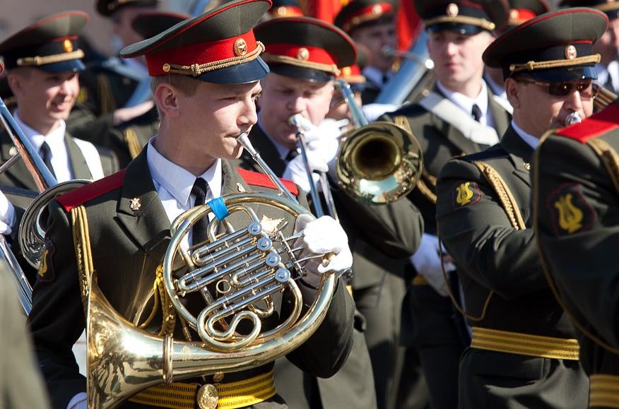 «Марш-парад» военных духовых оркестров вСанкт-Петербурге