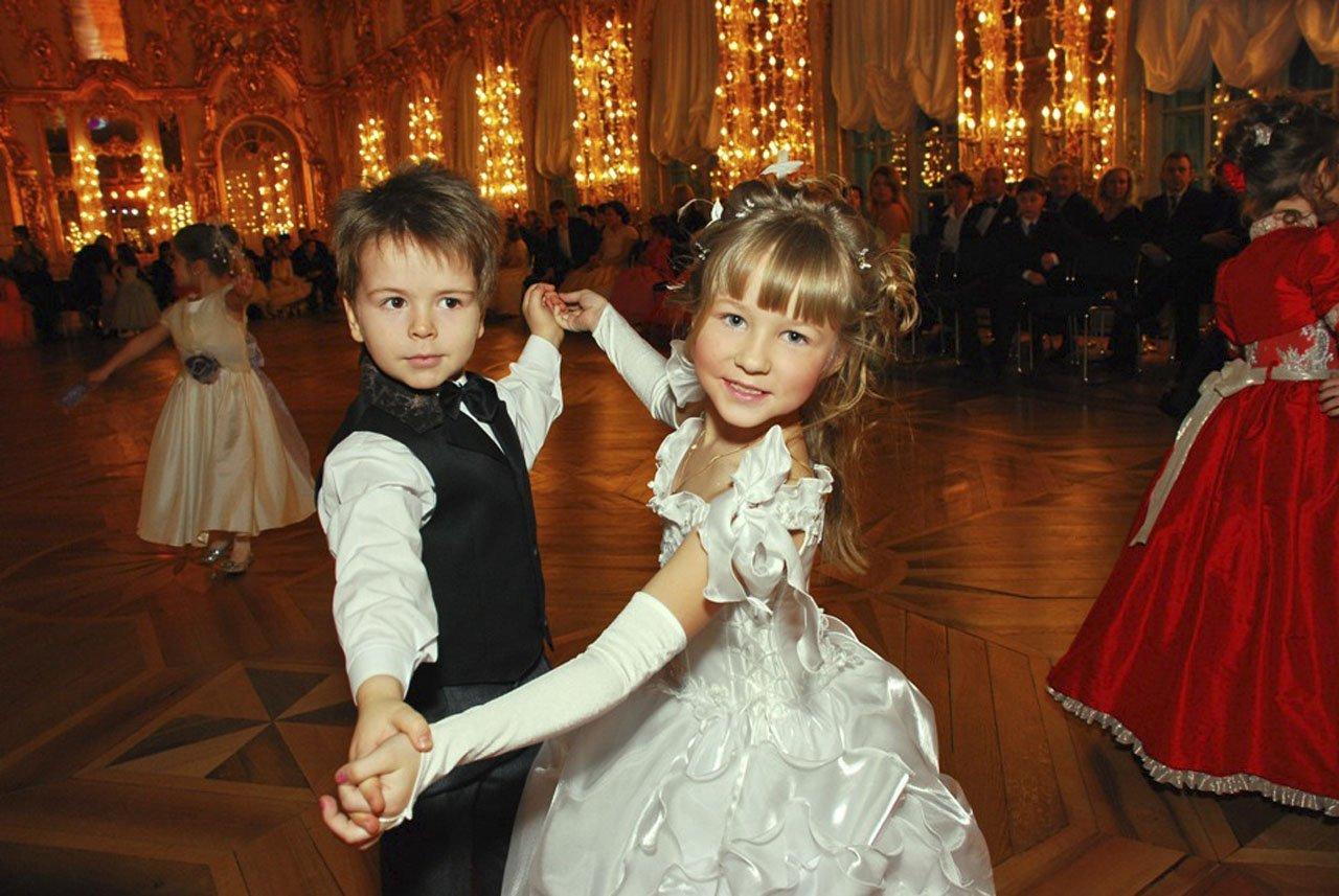Детский новогодний бал-ёлка вЕлагиноостровском Дворце 2015