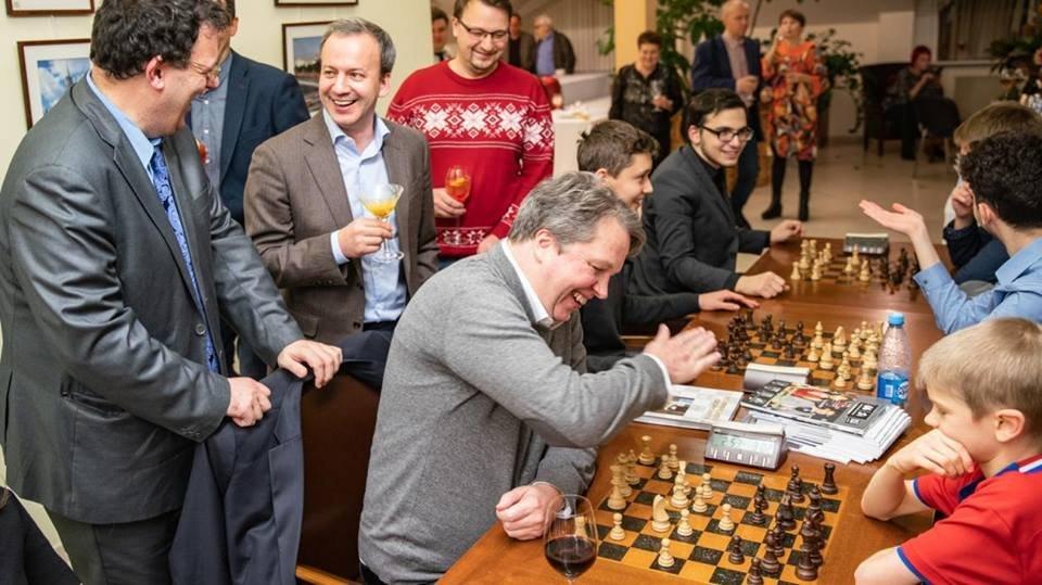 Чемпионаты мира побыстрым шахматам иблицу вМанеже