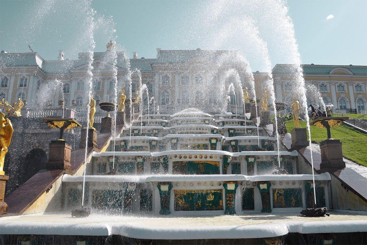 Торжественный пуск фонтанов вПетергофе 2017