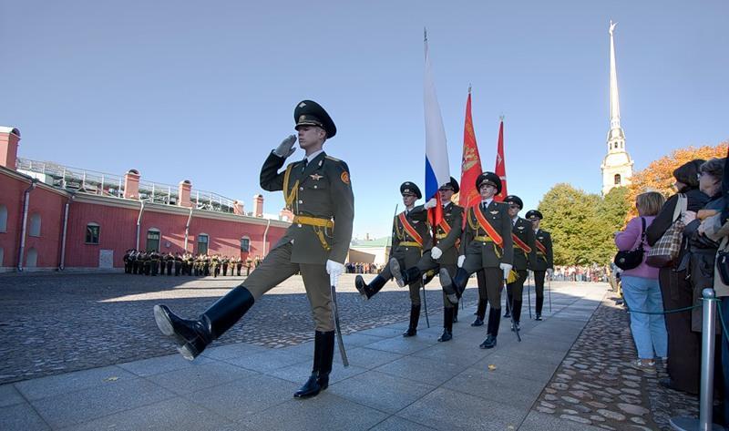 Церемония развода почетного караула вПетропавловской крепости 2021