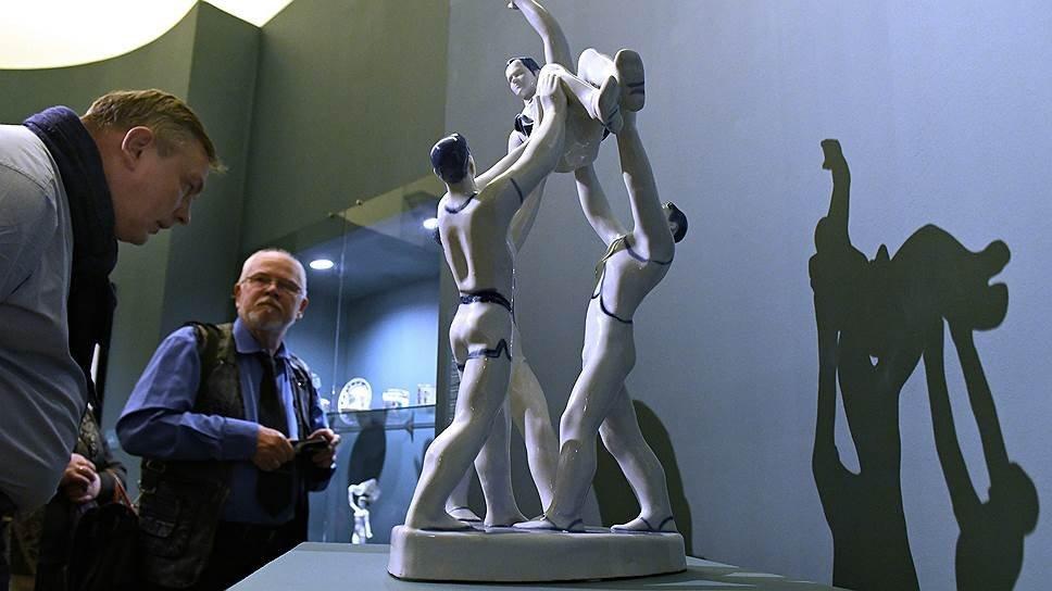 Выставка «Спорт всоветском фарфоре, графике, скульптуре»