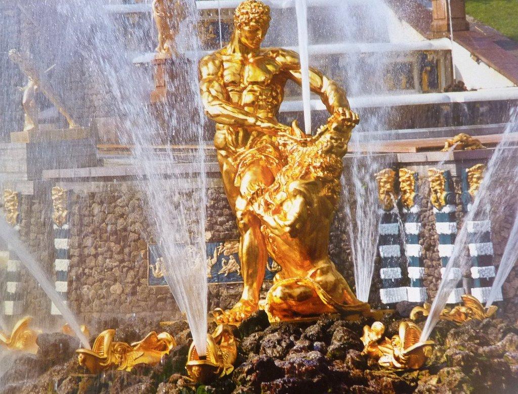 Праздник «Посвящение 315-летию Петергофа»