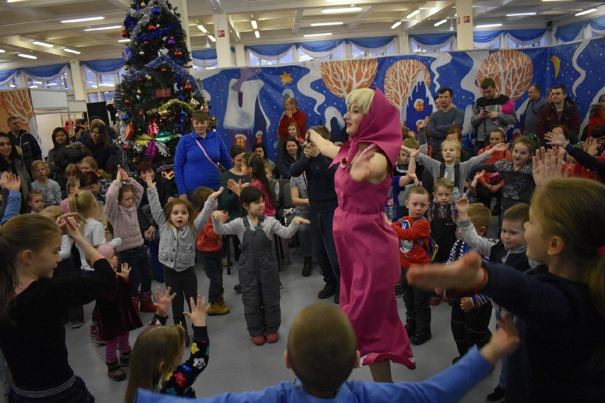Рождественская ярмарка вКВЦ «ЕВРАЗИЯ» стеатрализованным представлением для детей