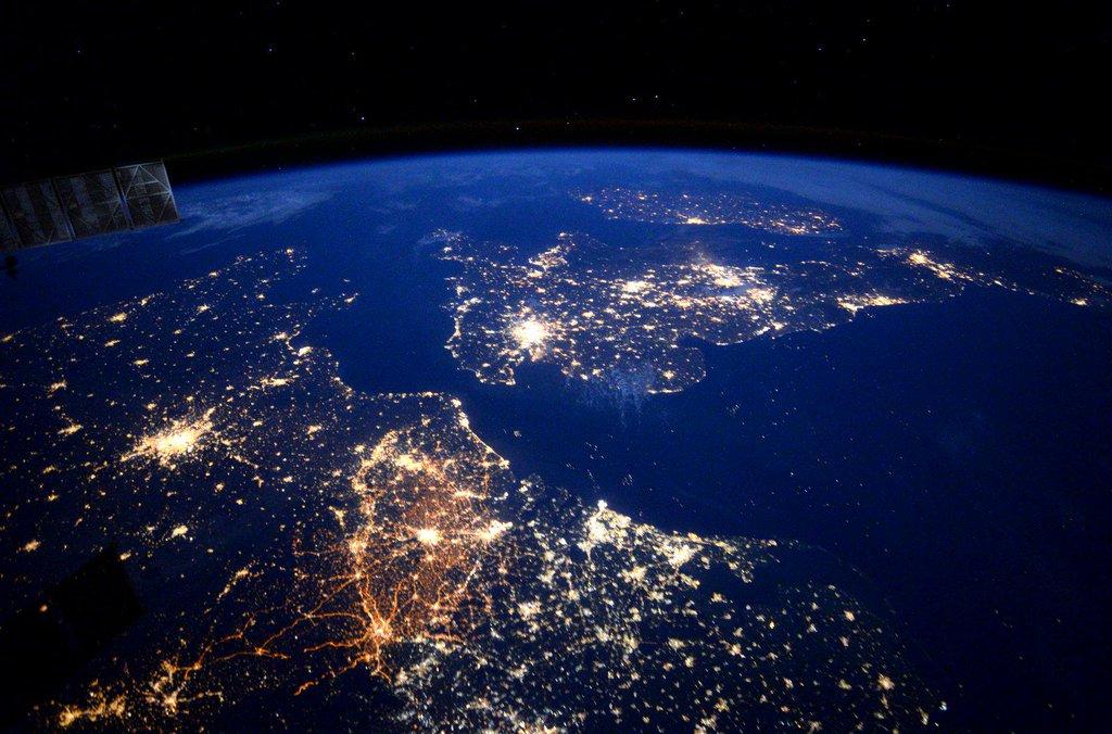 Открытая дискуссия сучастниками космических полетов— «Face-to-Space»